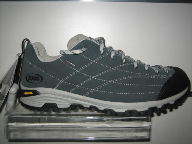 689f0bb66 Вся туристическая обувь рассчитана на определённые условия использования.  Прежде, чем обуться в поход, внимательно взвесьте маршрут, климат местности  и ...